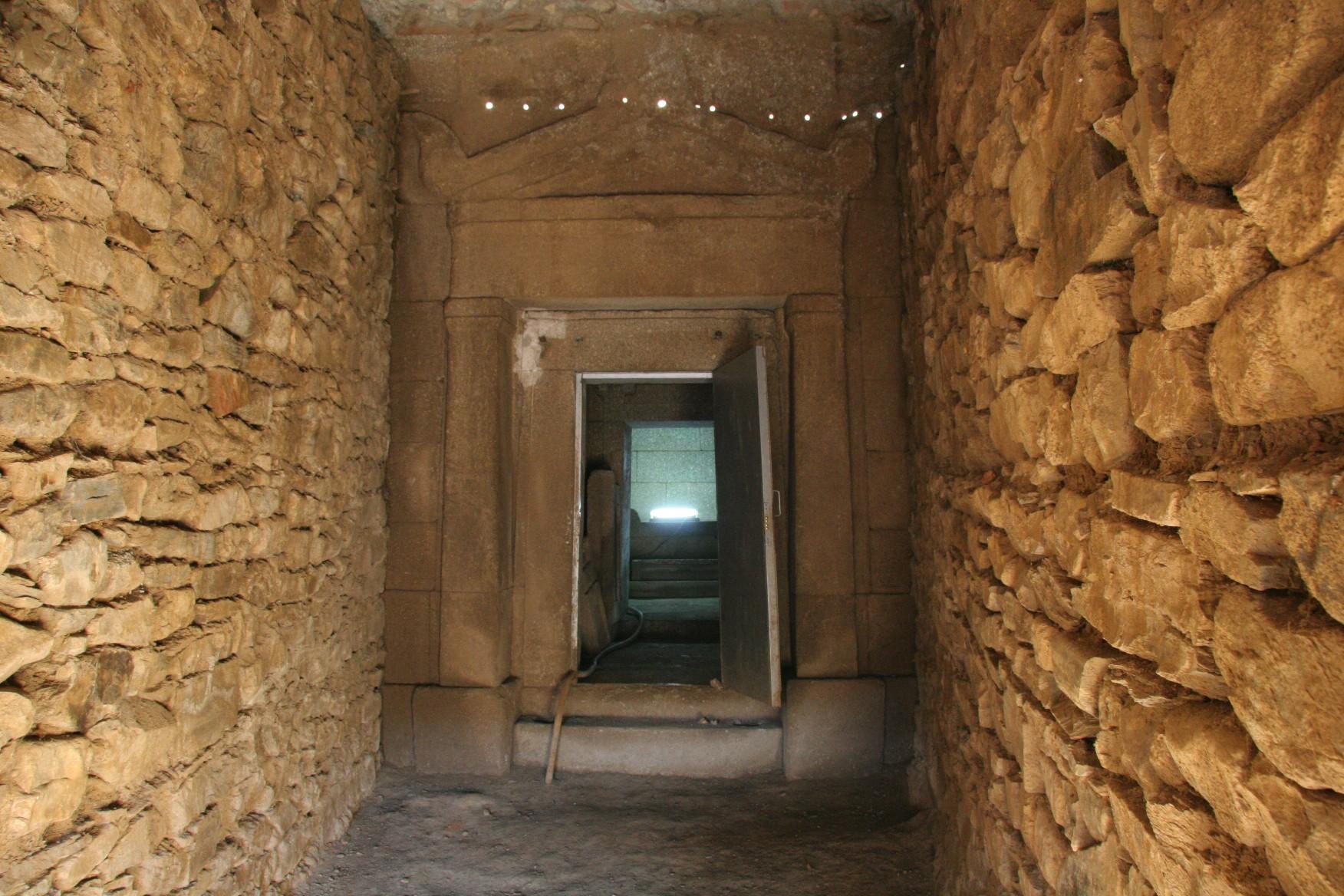 """Начало на строителните работи по възстановяване и опазване на тракийските могили """"Хелвеция"""" и """"Грифони"""""""