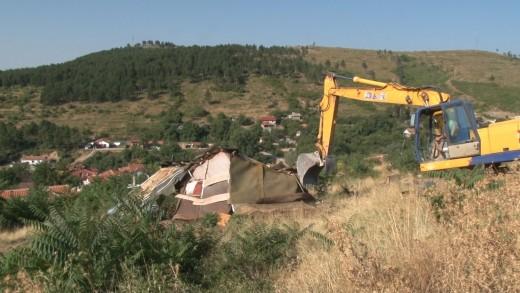 Отново събарят незаконни къщи…