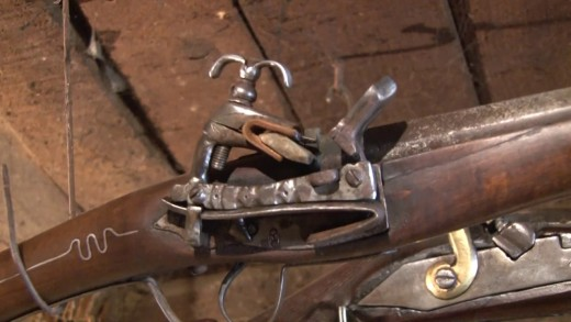 Майстор от Мъглиж изработва старинни оръжия