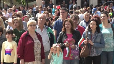 Хиляди дефилираха на Празника на просветата, културата и писмеността в Стара Загора