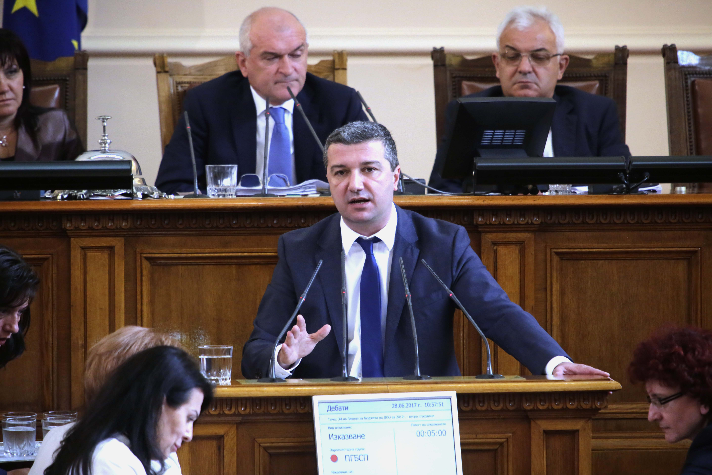 Драгомир Стойнев: Управляващите се опитват да покрият скандала с НДК, няма да стане