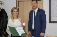 Кметът Живко Тодоров подкрепя младата поетеса Еленора Желязкова, спечелила конкурс на името на Пенчо Славейков