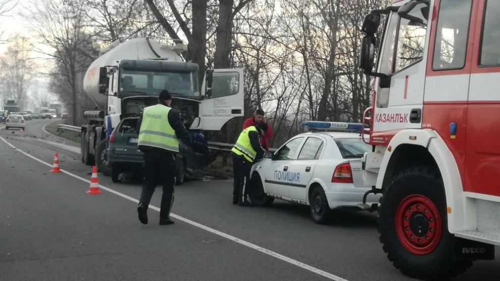 Мъж загина след челен удар с камион