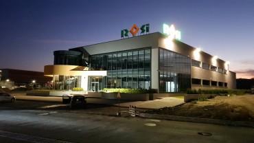 """Най-голямата компания за търговия с материали за мебели """"РОСИ"""" отвори най-новия си склад и модерен шоурум в Бургас"""