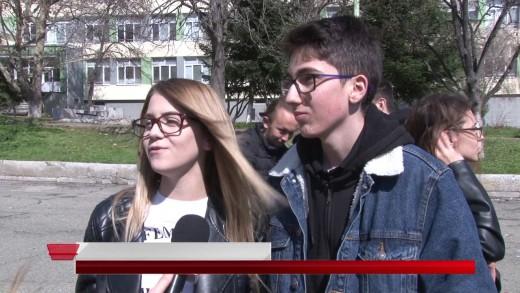 Атрактивна покана за бал  отправиха старозагорски ученици на своята учителка