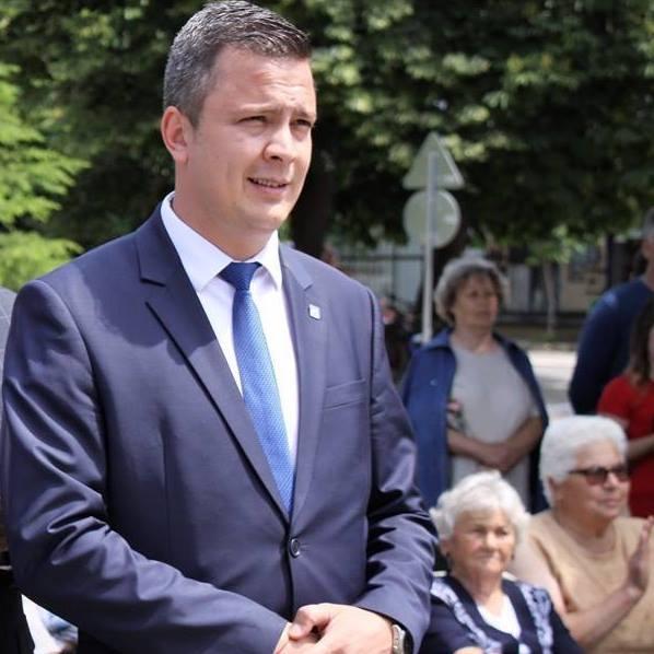 3-месечен стаж за сътрудници в НС предлага народният представител от ГЕРБ Радостин Танев