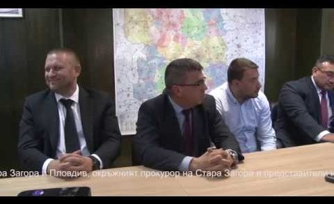 """Министърът на вътрешните работи Младен Маринов, директорите на ОДМВР – Стара Загора и Пловдив, окръжният прокурор на Стара Загора и представители на ГД """"Национална полиция"""" на пресконференция с подробности около разследването, довело до разкриване на извършителите на кражба от банкомат."""