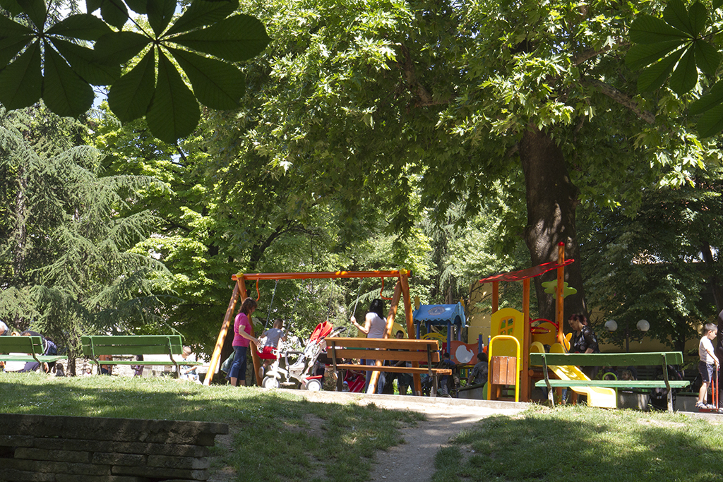 Утре започва есенната обработка на тревните площи против кърлежи в Стара Загора