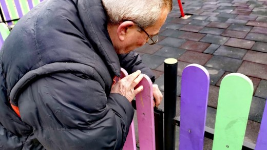 Вандали разрушават детски площадки