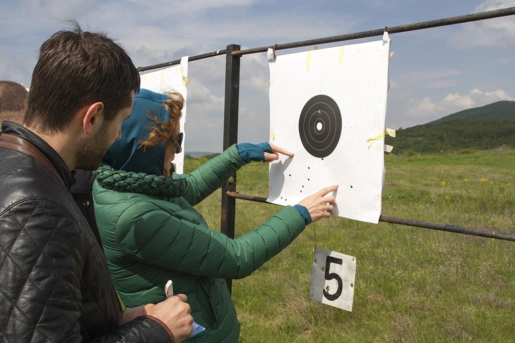 Старозагорски общинари показаха завидни умения по стрелба с пистолет