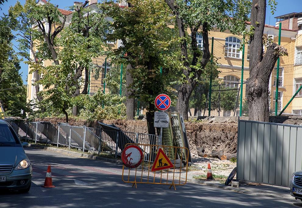 """Започна ремонтът на компрометираната част от оградата на II Основно училище """"П. Р. Славейков"""" в Стара Загора"""