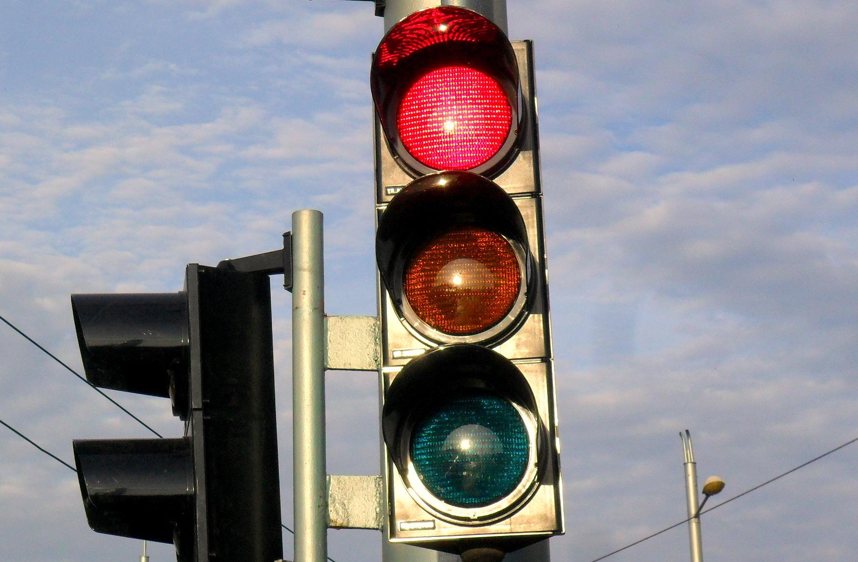 """Временно без светофарна сигнализация на кръстовището на булевардите """"Цар Симеон Велики"""" и """"Св. Патриарх Евтимий"""" в Стара Загора"""
