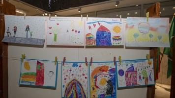 С базар на рисунки търсят помощ за болни деца в Стара Загора