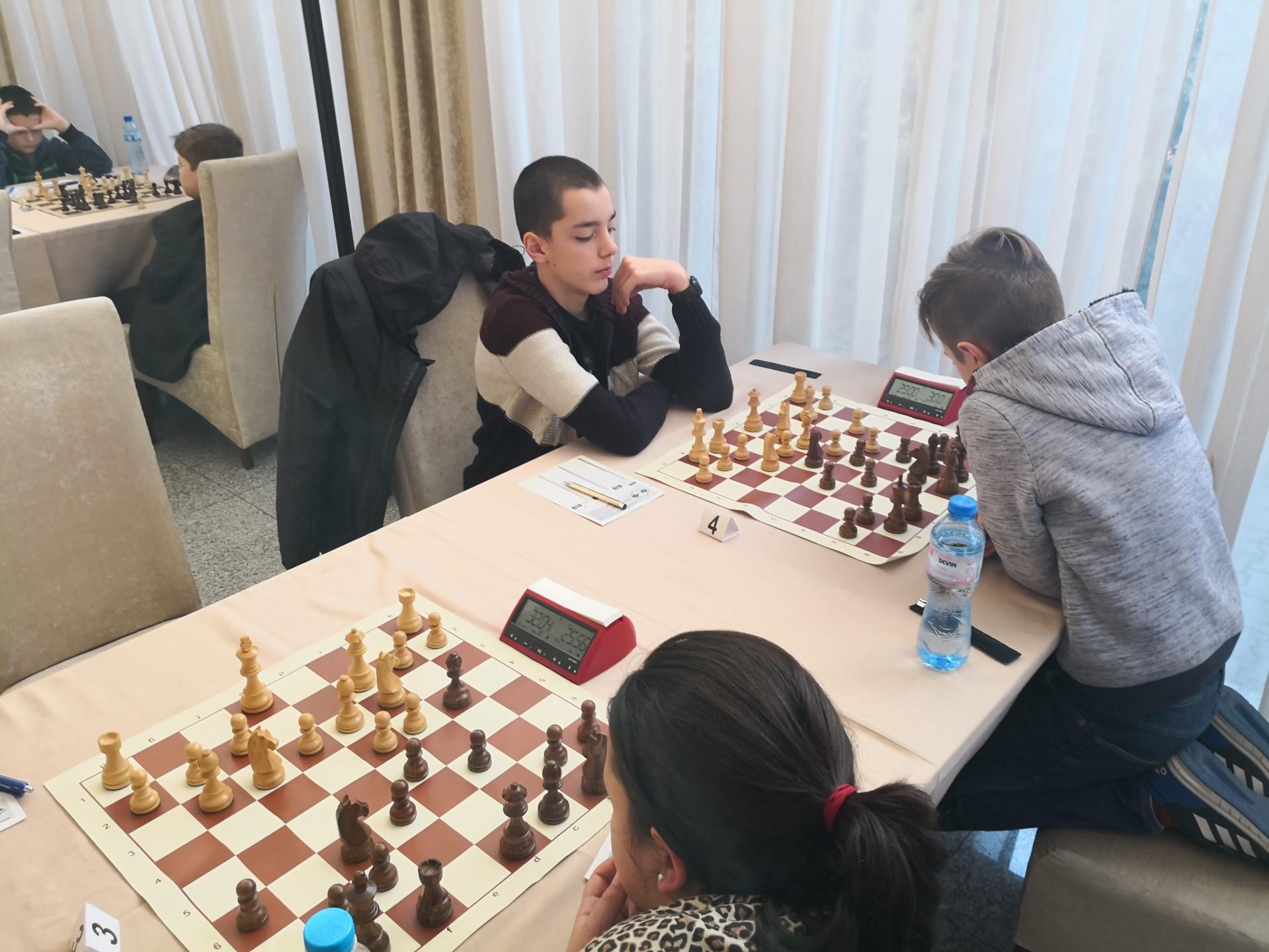 Шахматисти си дават среща на турнир в Стара Загора