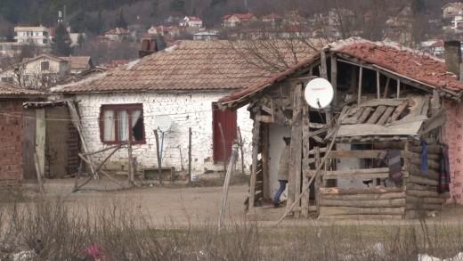 Ограждат ромското гето в град Мъглиж