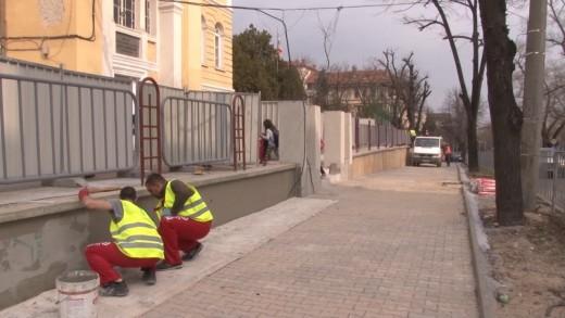 Изграждат и желязна ограда на Второ основно училище