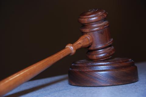 Непълнолетeн ще търпи ефективно наказание за грабеж, извършен нощем и придружен със сила