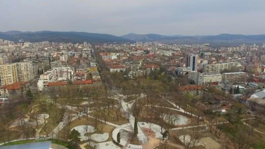 Станционната градина отваря през май, предстои цялостното озеленяване