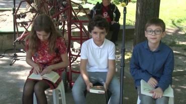"""Празнично четене  в парк  """"Пети октомври"""" организират от библиотека """"Родина"""""""