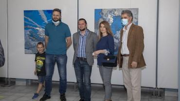 """Изложба, представяща """"Постпандемичен романтизъм"""", беше открита в Стара Загора"""