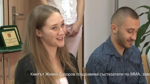Кметът Живко Тодоров поздравява състезатели по ММА, завоювали престижни отличия