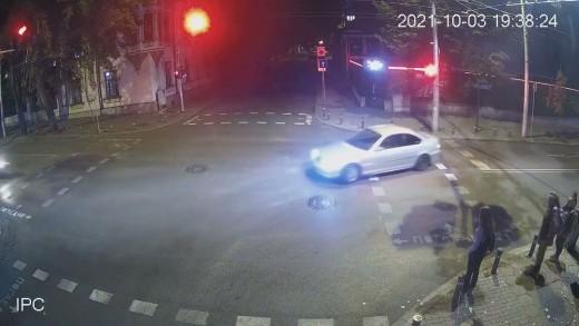 Британски гражданин блъсна моторист и пешеходка на централно кръстовище