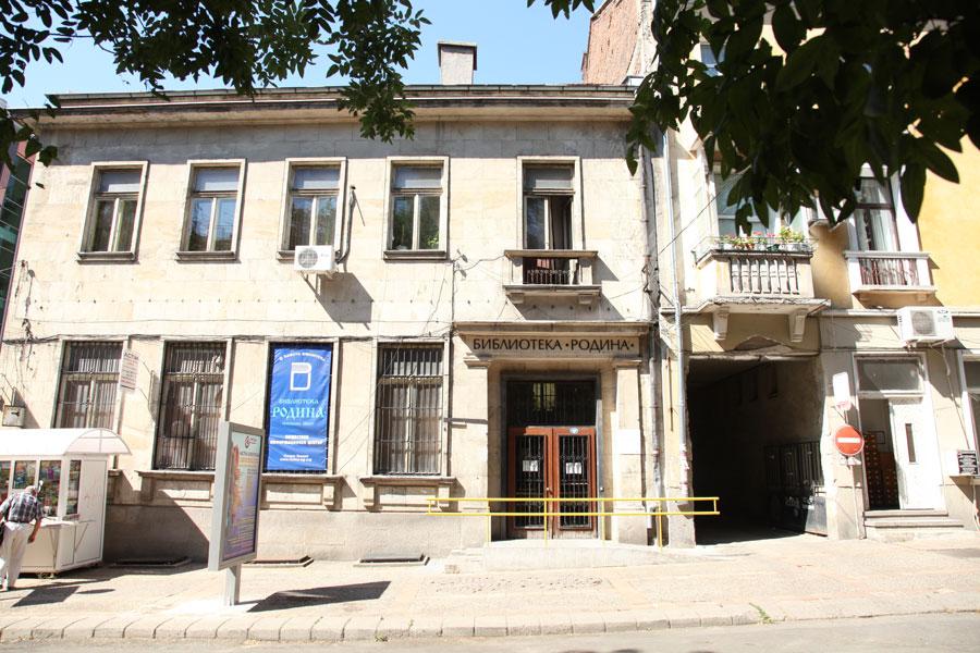 """Библиотека """"Родина"""" набира участници за творческата работилница """"Как да пишем хайку"""" с водещ Петър Чухов"""