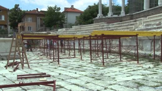 """Стартира изграждането на сцена в Античен форум """"Августа Траяна"""""""