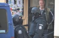 Задържаха шестима младежи, полицията отцепи район