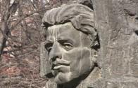 Озеленяват край паметника на Васил Левски