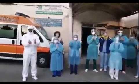 Старозагорските медици с аплодисменти към хората в къщи. Един месец от извънредното положение заради пандемията с COVID 19