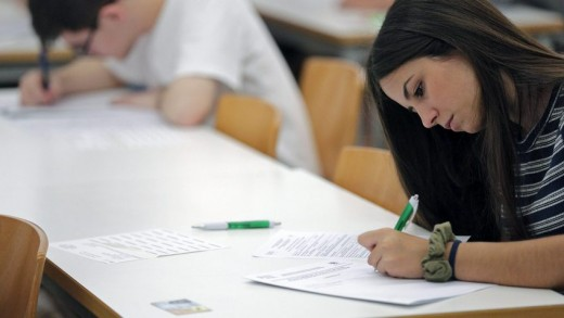 epa05349592 A student answers the questions of her exam on the first day of the University access exams in Valencia, eastern Spain, 07 June 2016. These three-day-long access exams, that have been going on for 41 years, will be the last Univesity access exams in Spain as next year they will be replaced by a secondary school final test.  EPA/MANUEL BRUQUE