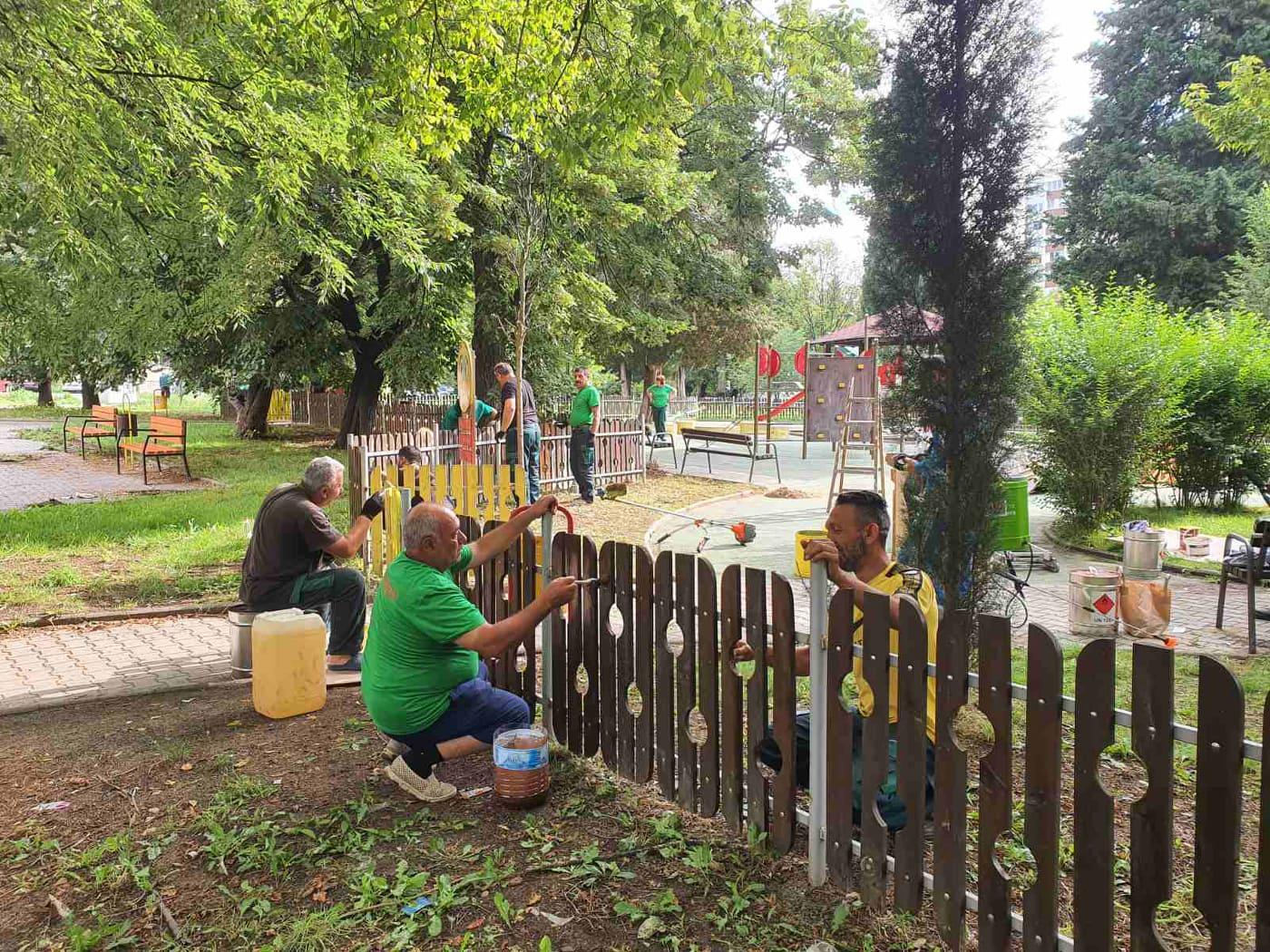 Доброволци почистиха и облагородиха градинка в Стара Загора