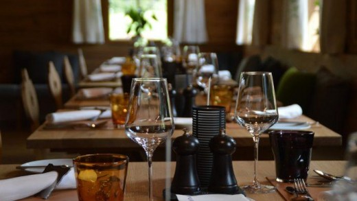 table-3084384_960_720-696x463