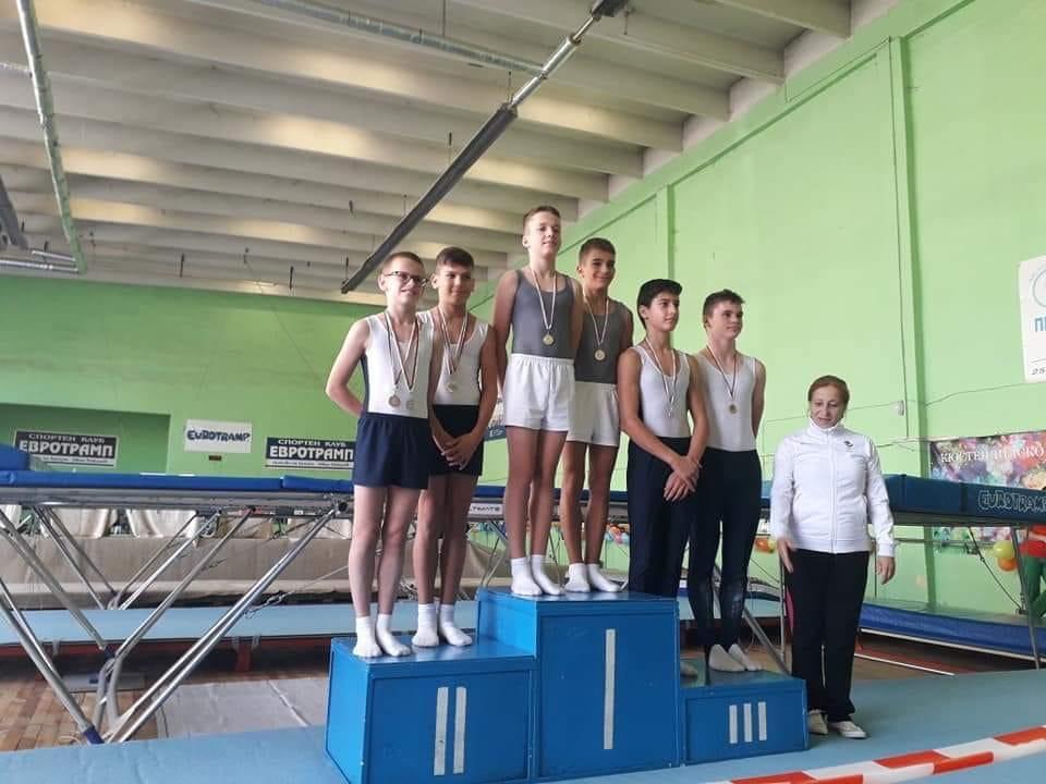 """11 медала завоюваха състезателите на старозагорския клуб по скокове на батут """"Добри Костин"""""""
