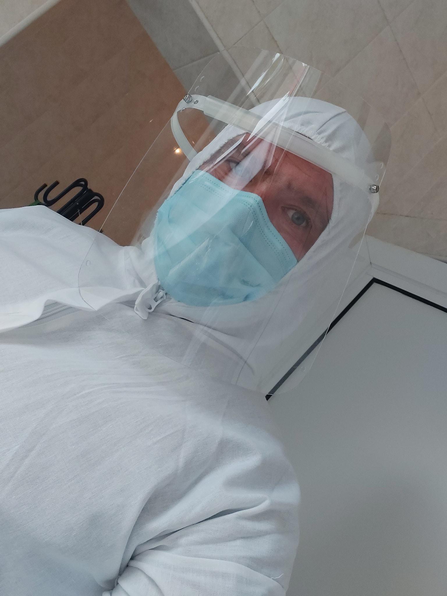 Кореспондентът на БНТ Иван Янев стана доброволец в ковид отделението на болницата в Казанлък