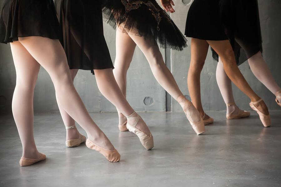"""Държавна опера-Стара Загора организира занимания по """"Класически балет за възрастова група 18+"""""""