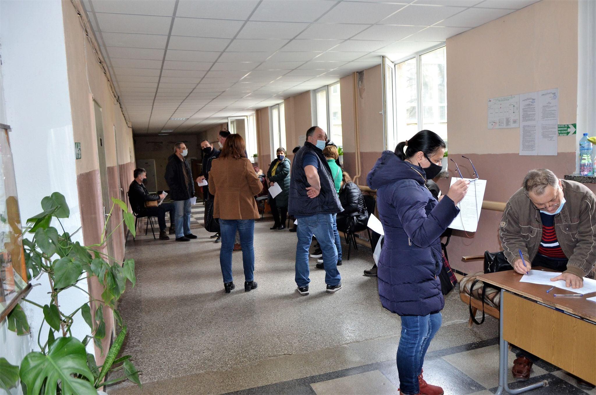 60 учители от Община Чирпан се ваксинираха срещу Ковид 19