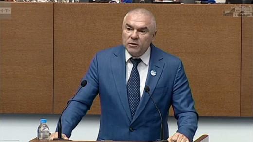 Марешки вдигна парламента на крака в чест на лекари и учители