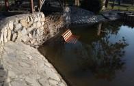 """Вандали хвърлиха пейка в езерото в старозагорския парк """"Артилерийски"""""""